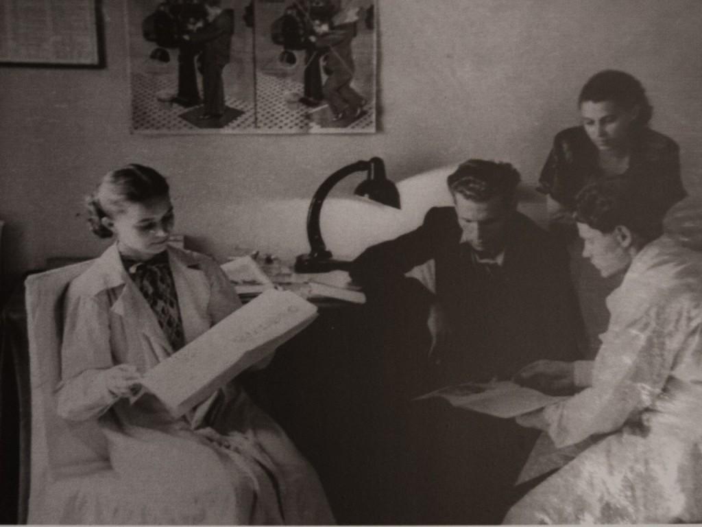 Комната отдыха в киноаппаратной.1952 год.