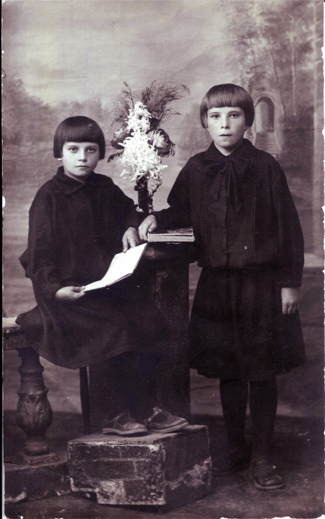 Валя и Нина Егоровы, 1924 год