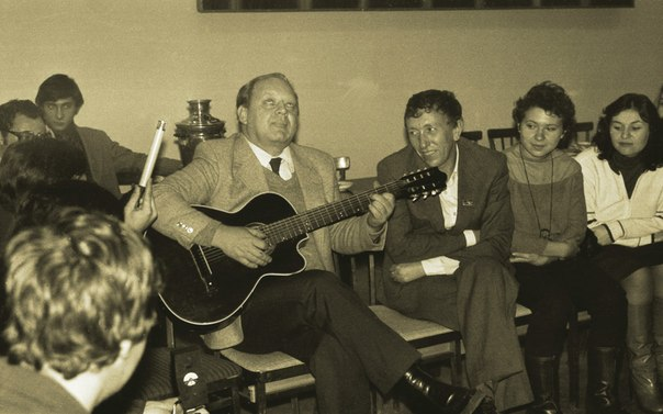 Юрий Визбор в Грушинском клубе, Куйбышев, 1981 год. Источник: https://vk.com/grufest