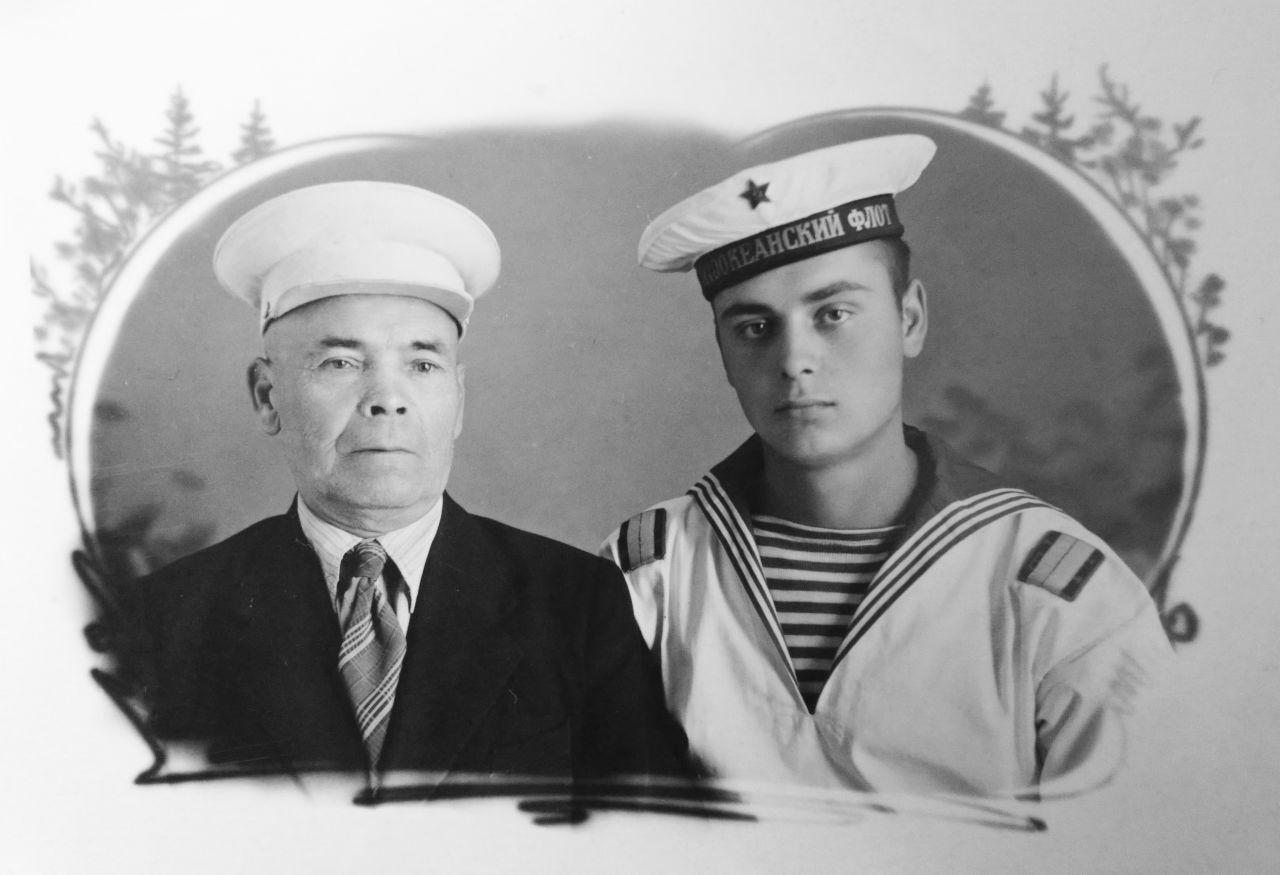С дедом  Петром Мефодьевичем Титавниным
