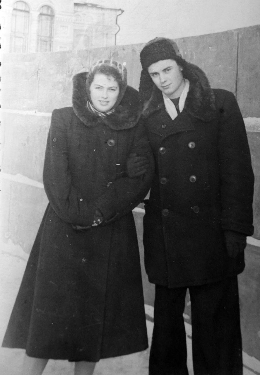 С невестой на фоне Драмтеатра