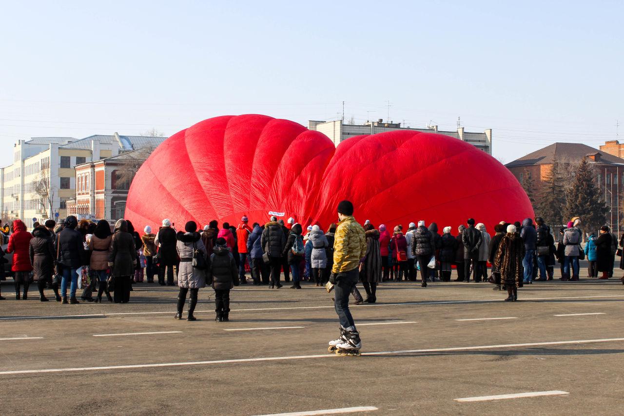 Неделя в 10 картинках: гигантское сердце над площадью ...: http://drugoigorod.ru/week2-8-03/