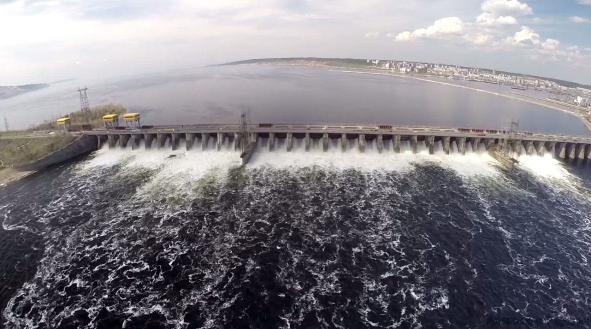 2015-05-09 08-46-19 Видеоблогер пролетел над Жигулевской ГЭС   «Другой город» самарский интернет-журнал - Google Chrome