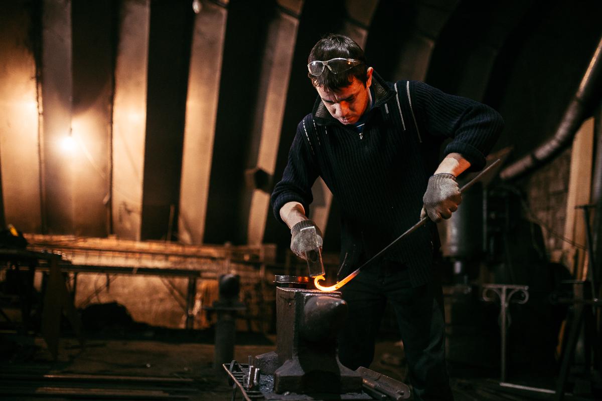Завод серп и молот москва фото будто солнцем