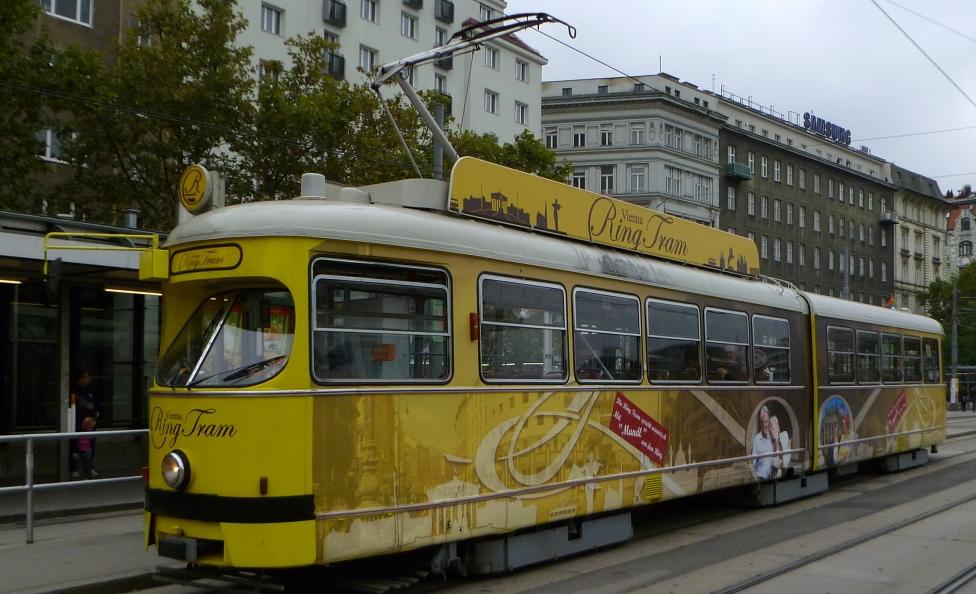 Экскурсионный-трамвай-в-Вене