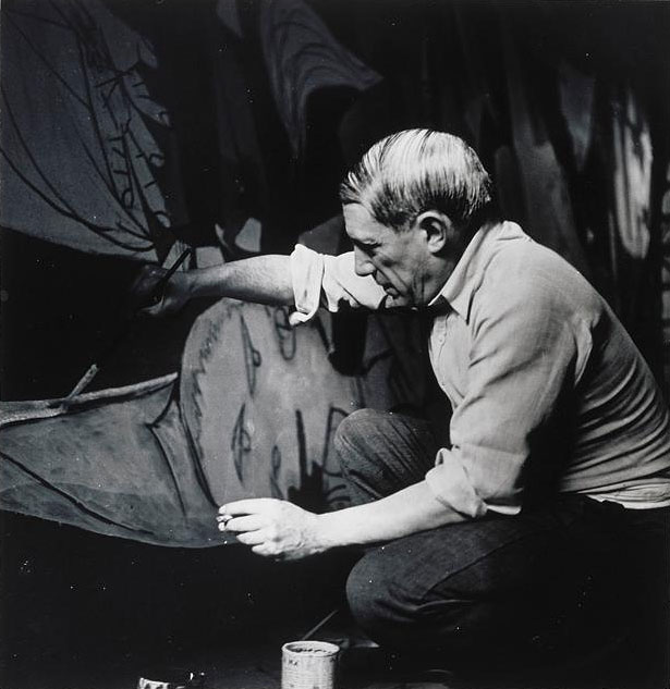 Picasso-painting-Guernica_Paris_1937_Photo-by-Dora-Maar_3