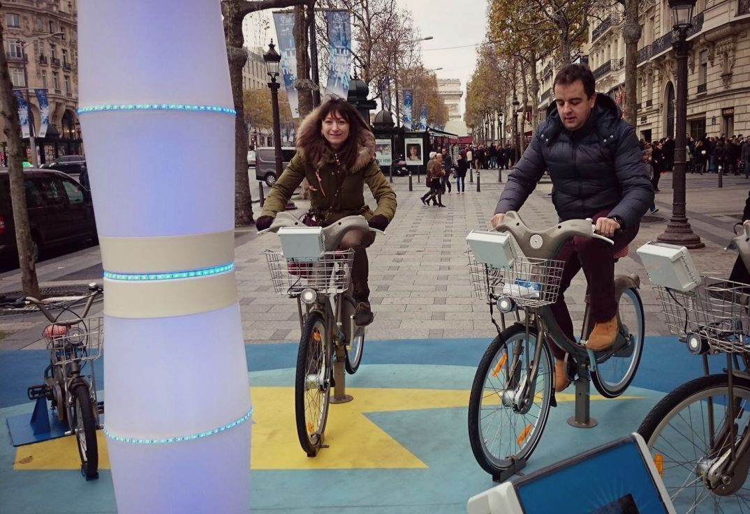 Выработать энергию, крутя педали, можно было прямо в центре Парижа
