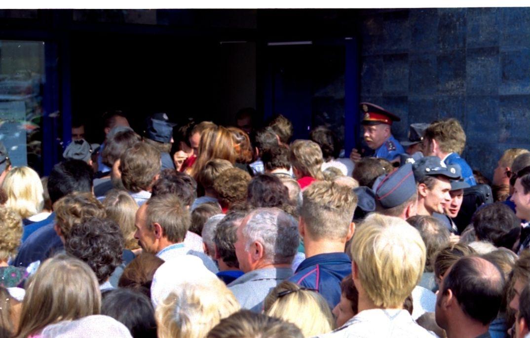 Очередь на открытии магазина. Фото: Илья Круговой