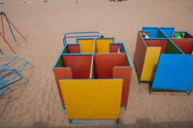 Ссать в пляжной кабинке