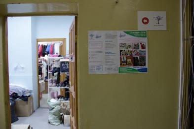 960de8430 Сюда, на второй этаж, в две небольшие комнаты свозятся вещи со всей Самары:  часть приезжает из установленных в разных местах контейнеров для сбора  одежды, ...
