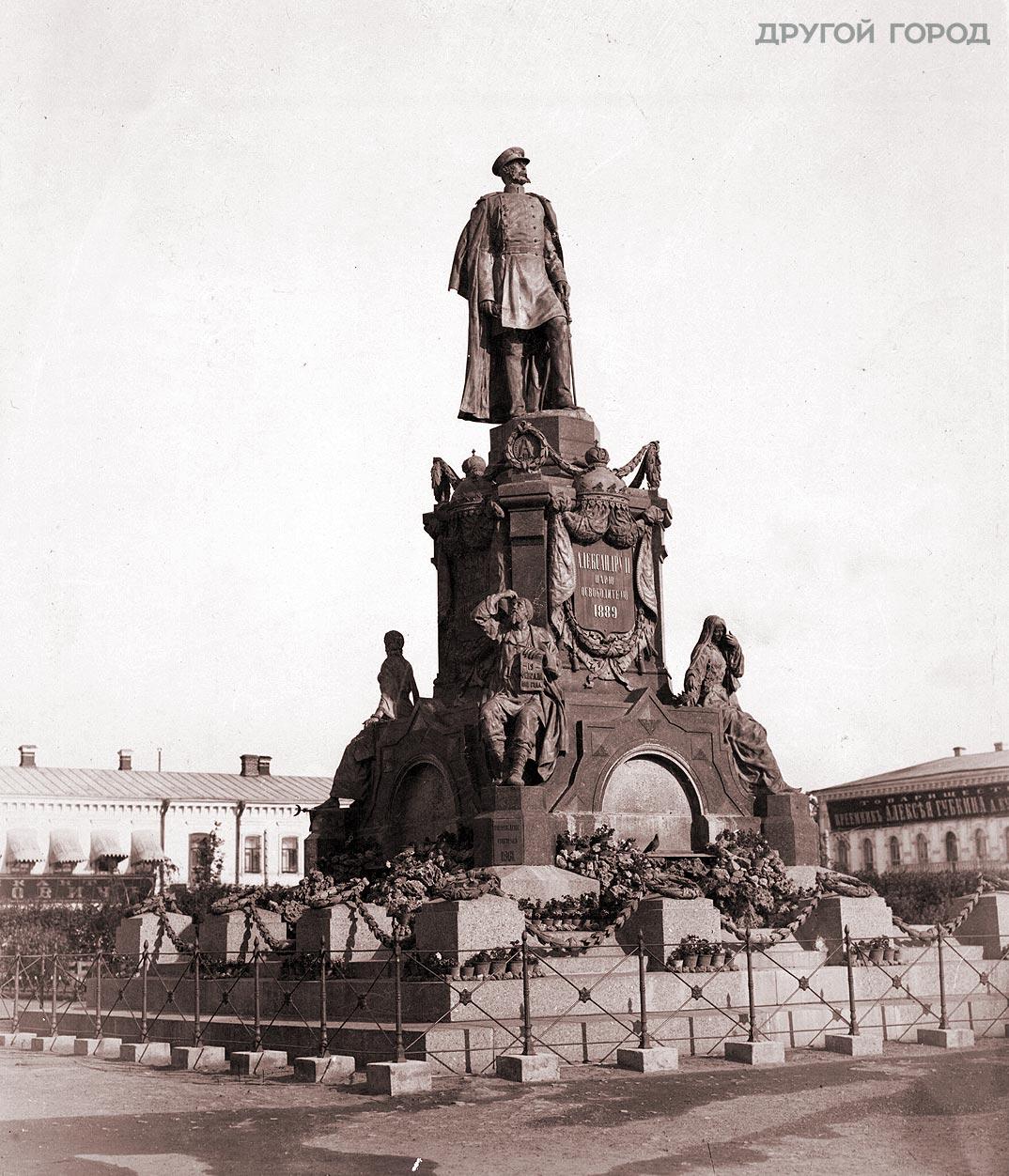 10- Памятник-Александру-II-вид-