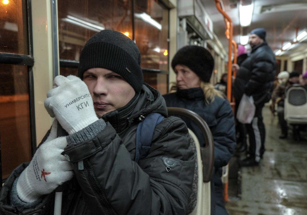 Валерий Ремизов в самарском трамвае. Фото: Николай Хижняк