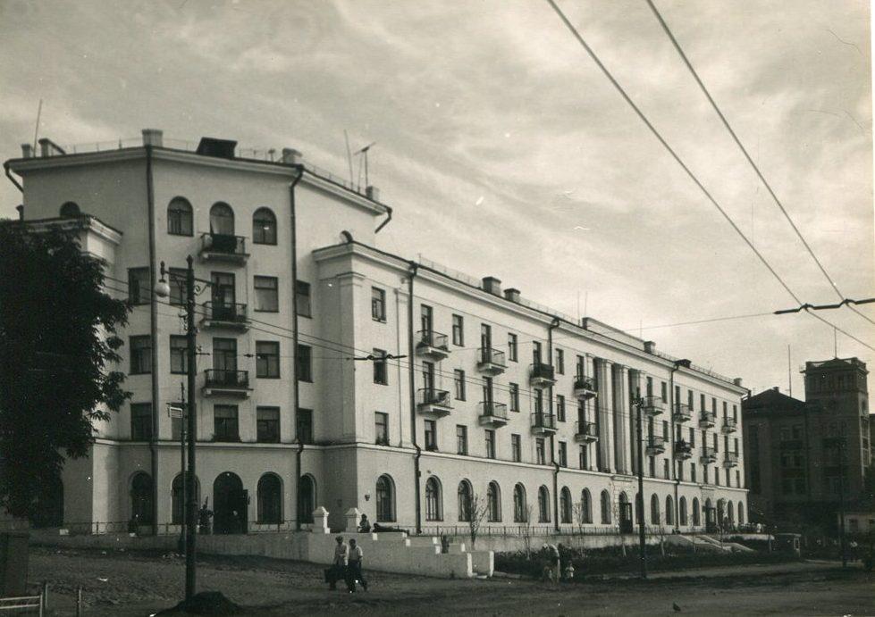 Ленинградская, 1