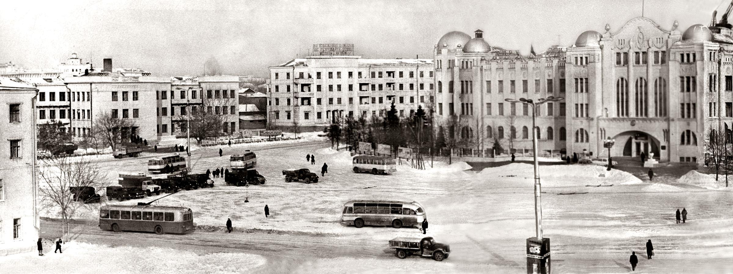 Агибалова и Комосомольская площадь