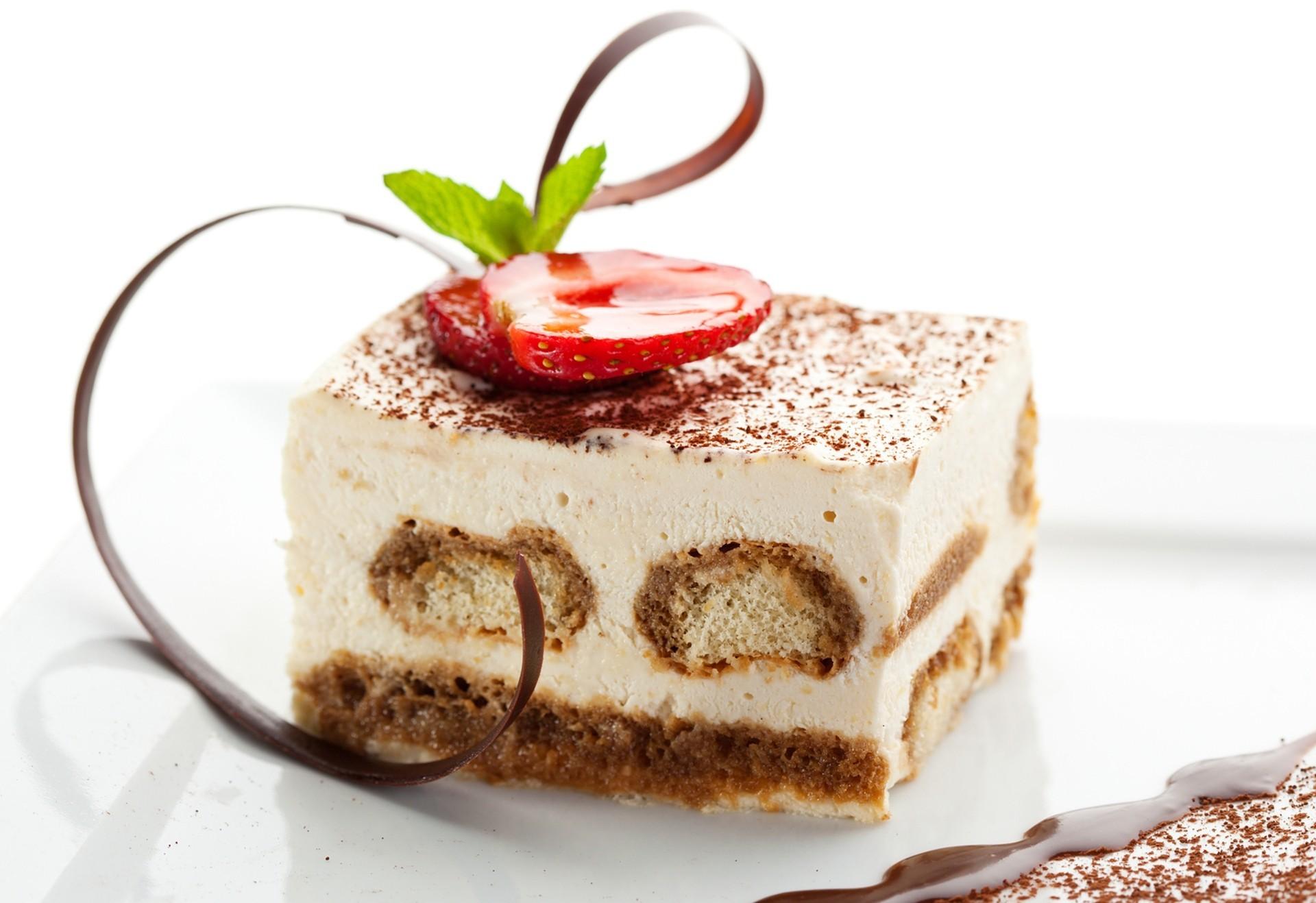 tiramisu-klubnika-tort-krem-yagody-eda-sladkij-desert