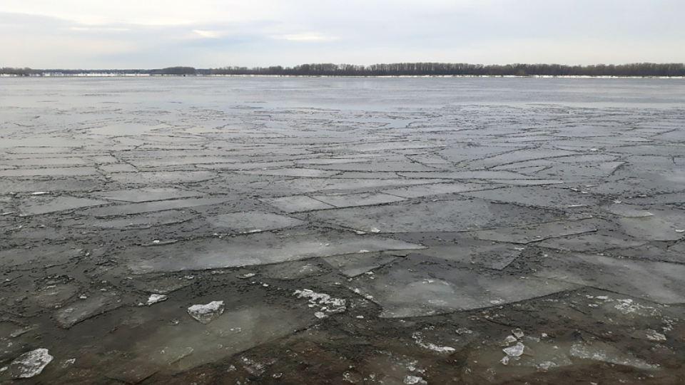 Волга покрылась шугой