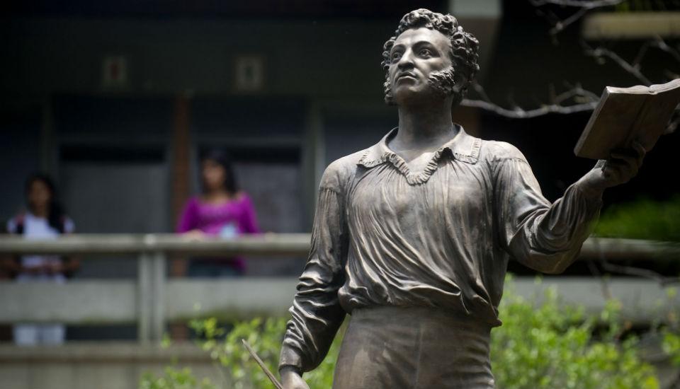 Памятник Пушкину в Медельине