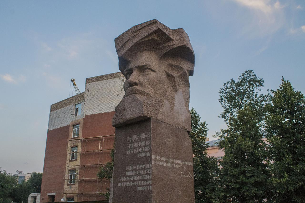 Памятник Арцыбушеву