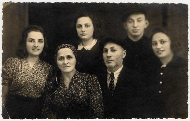 Семья Асс