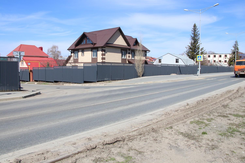 Дублер Московского шоссе после реконструкции загрузили, оборудовать на нем хорошие переходы в нужных местах не подумали.