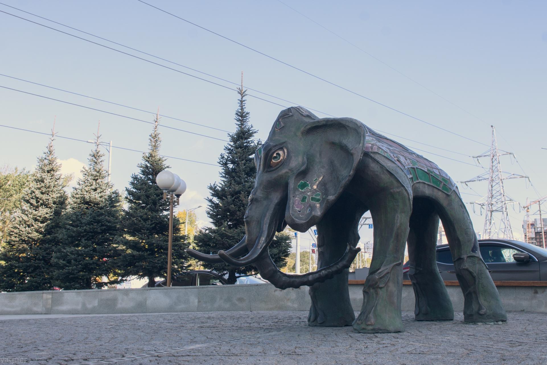 Слон Мегафон