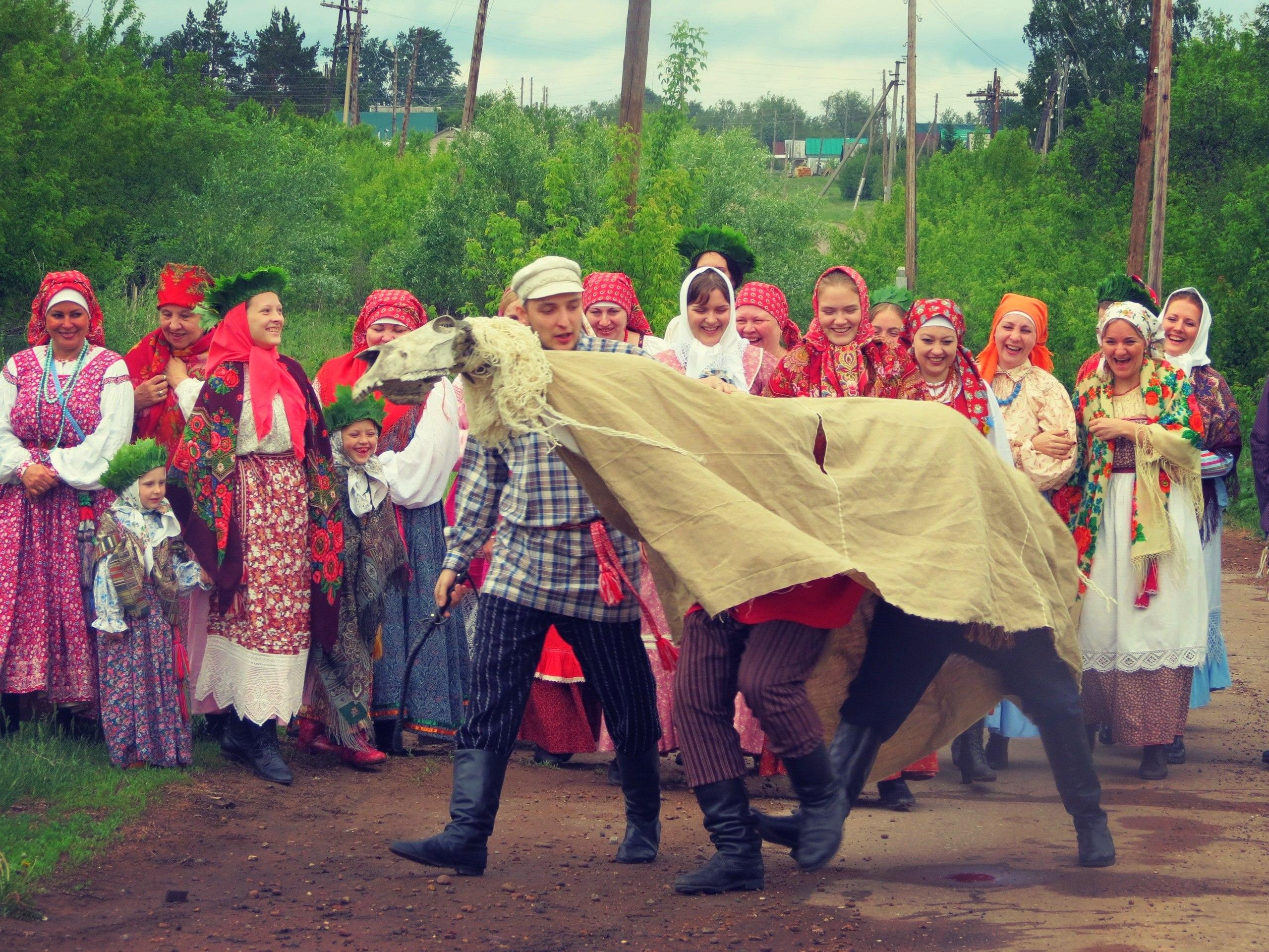 Вождение коня на Троицу