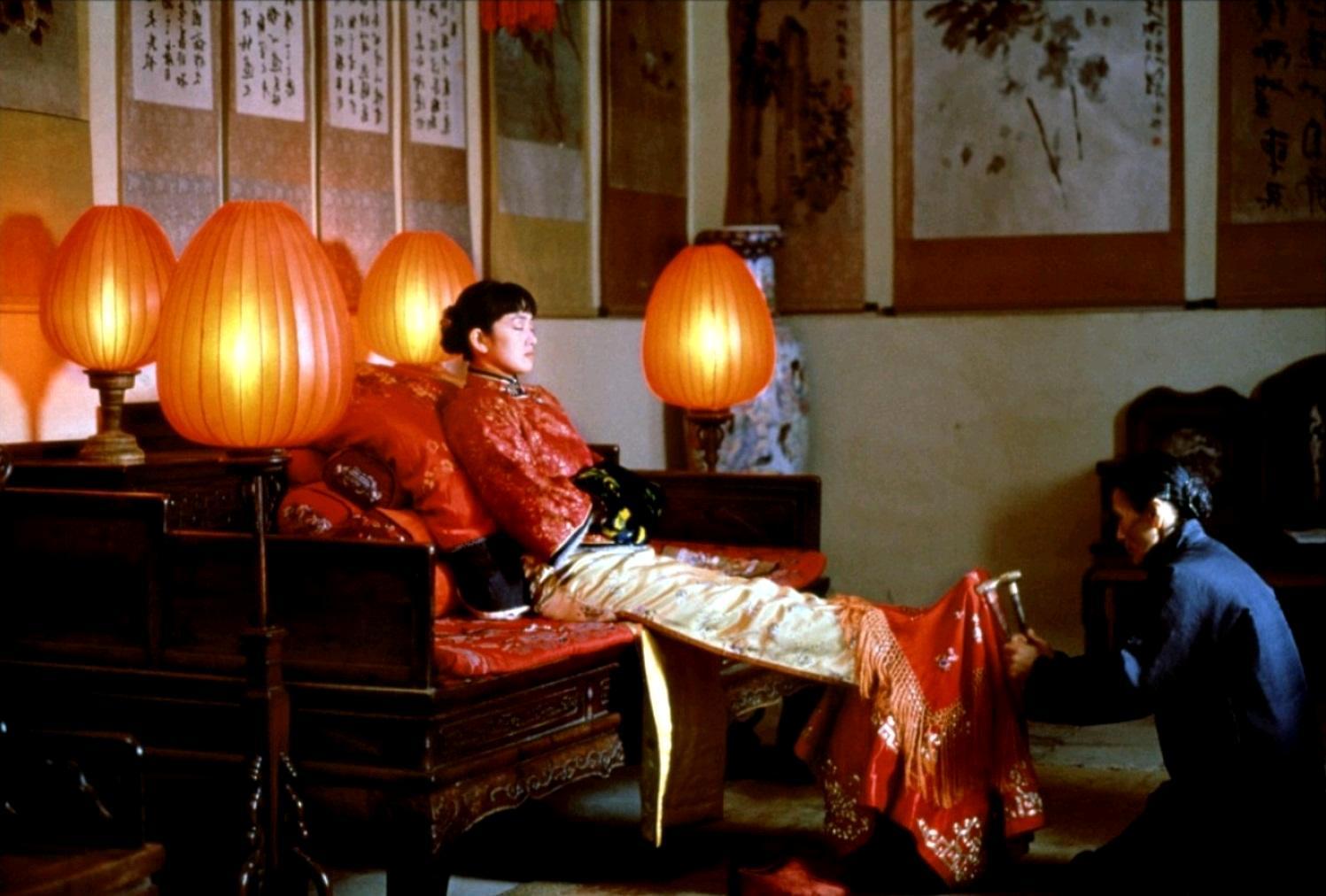 Luchshie-filmyi-v-retsenziyah-Zazhgi-krasnyiy-fonar-Da-hong-deng-long-gao-gao-gua-1991-2