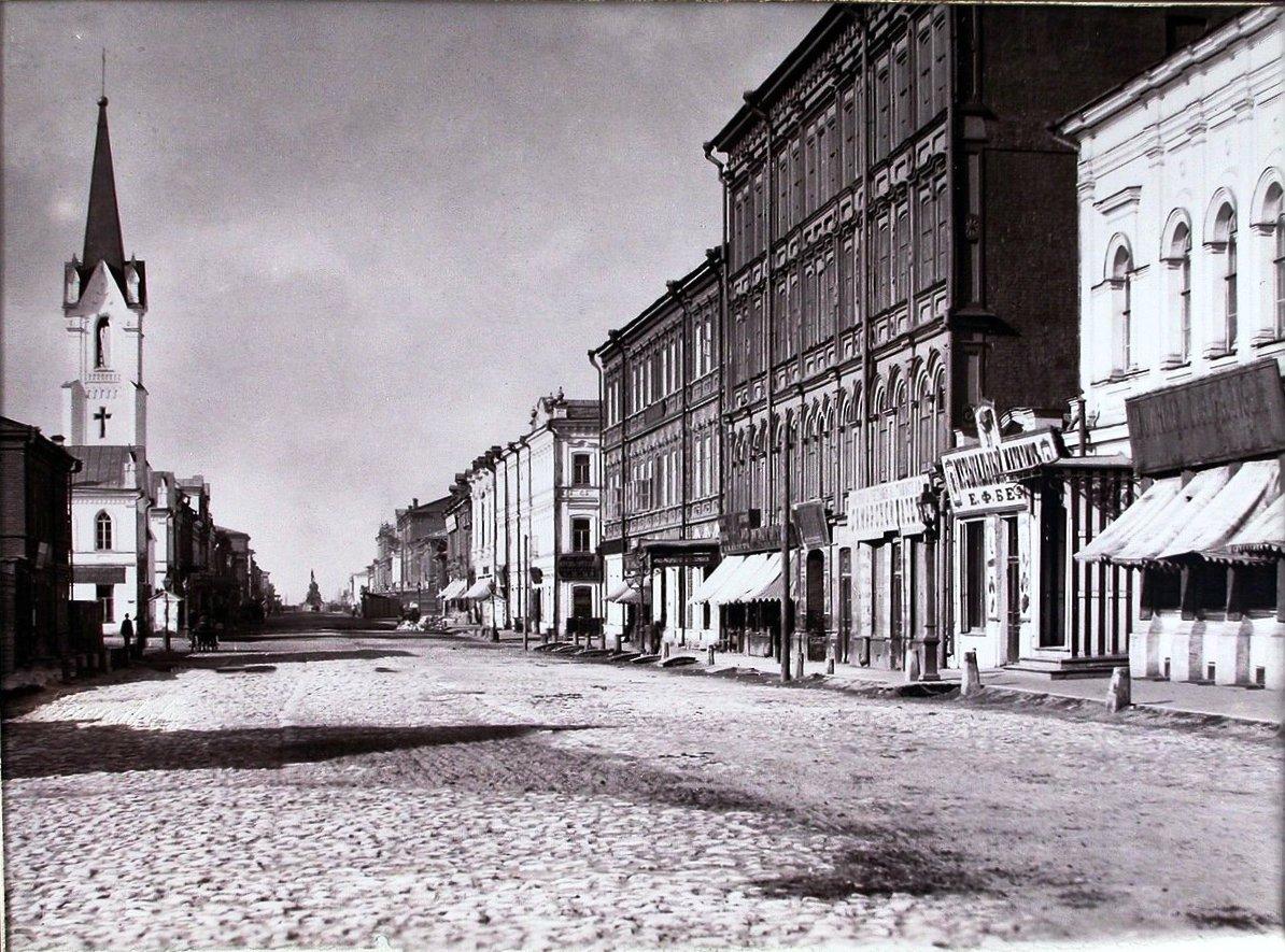Вид на Дворянскую улицу с северной стороны
