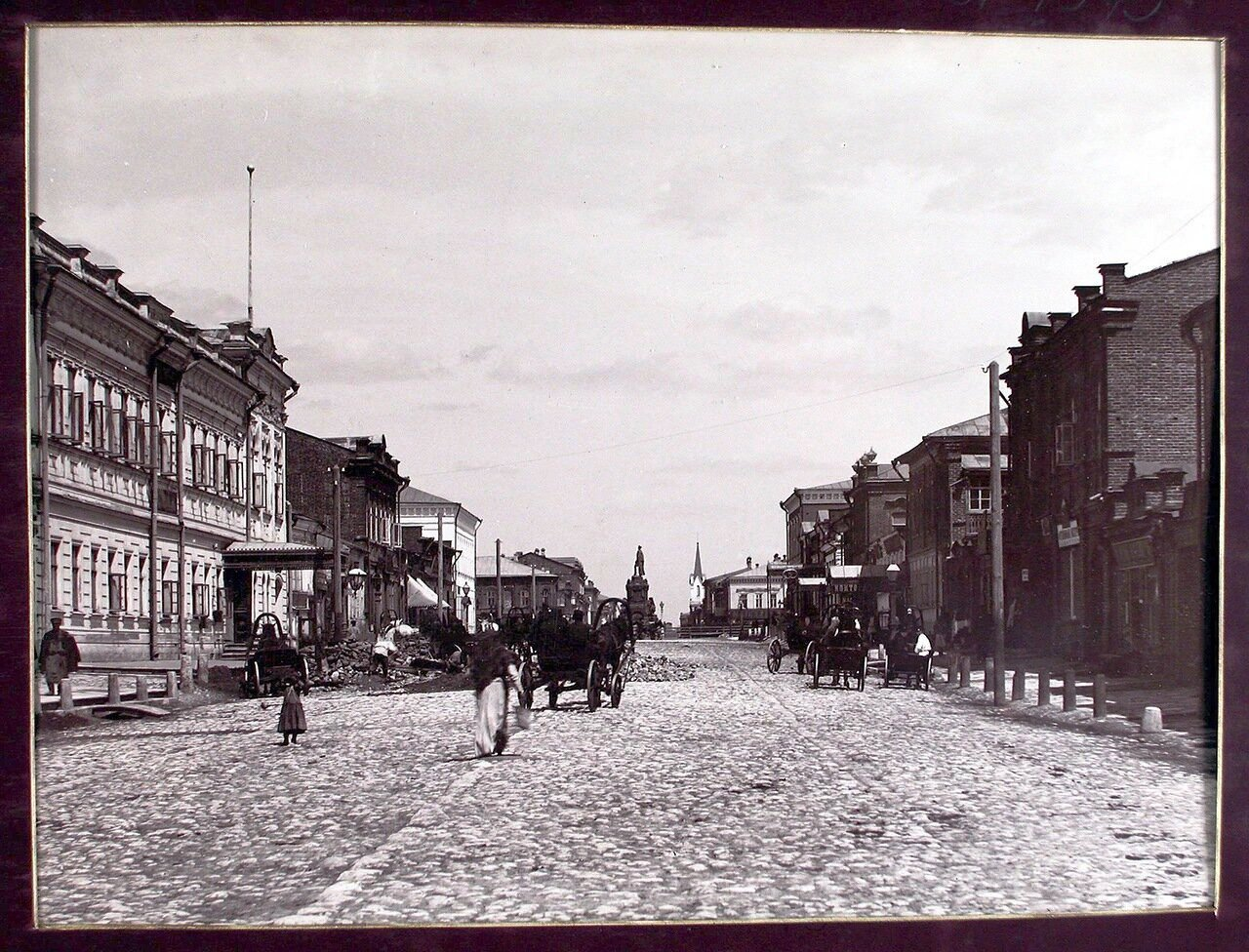 Вид на Дворянскую улицу с южной стороны