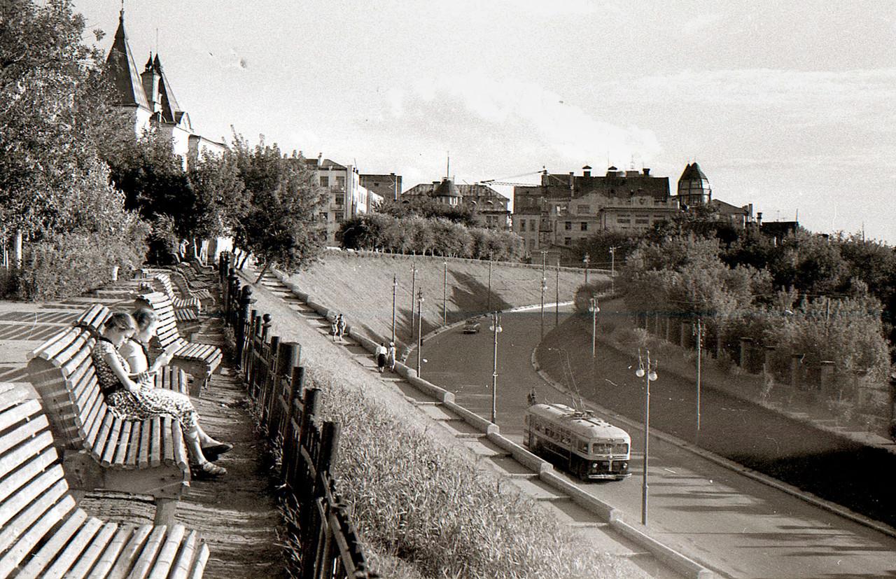 Вид на улицу Куйбышева из сквера Пушкина