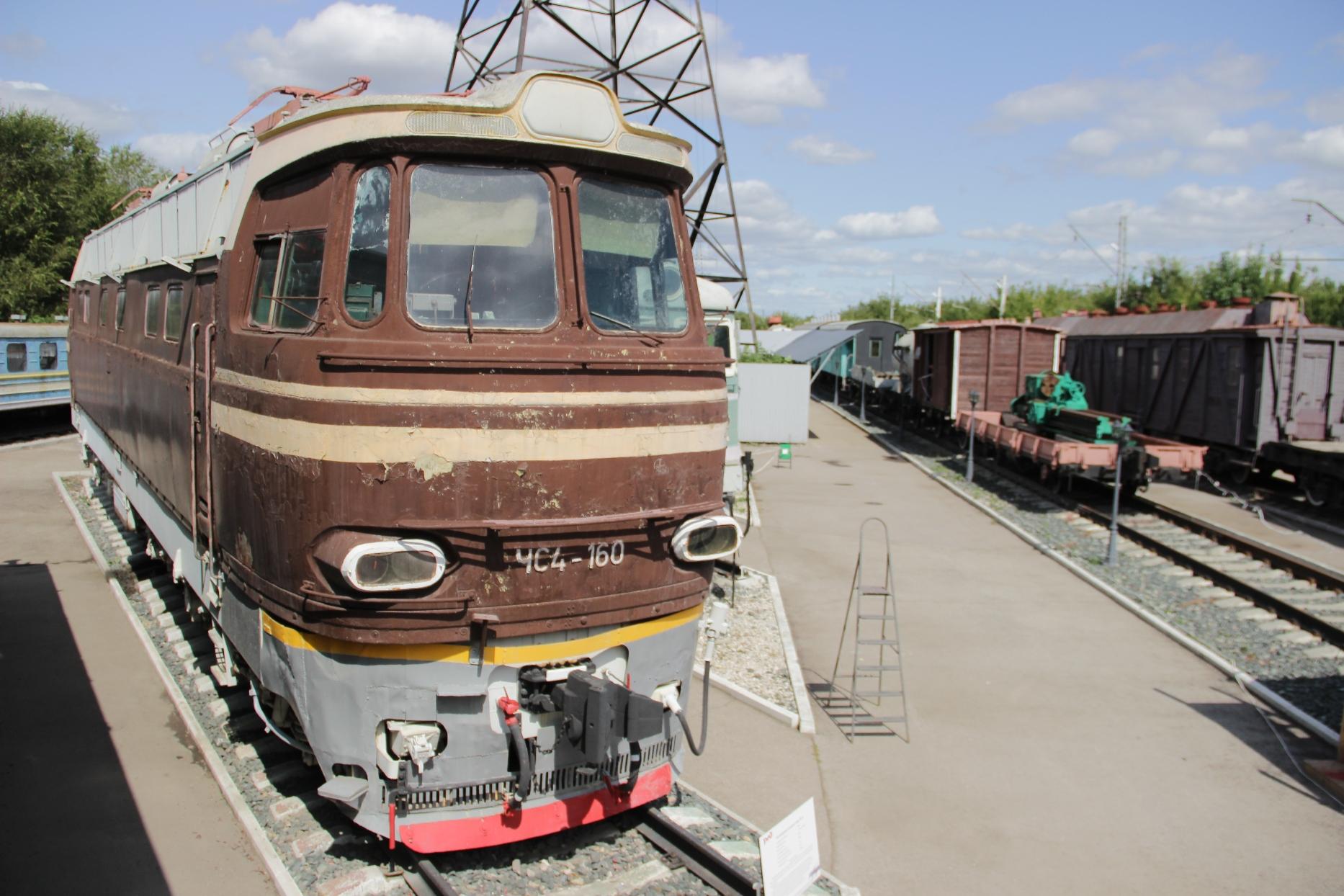 Пассажирский электровоз серии ЧС-4