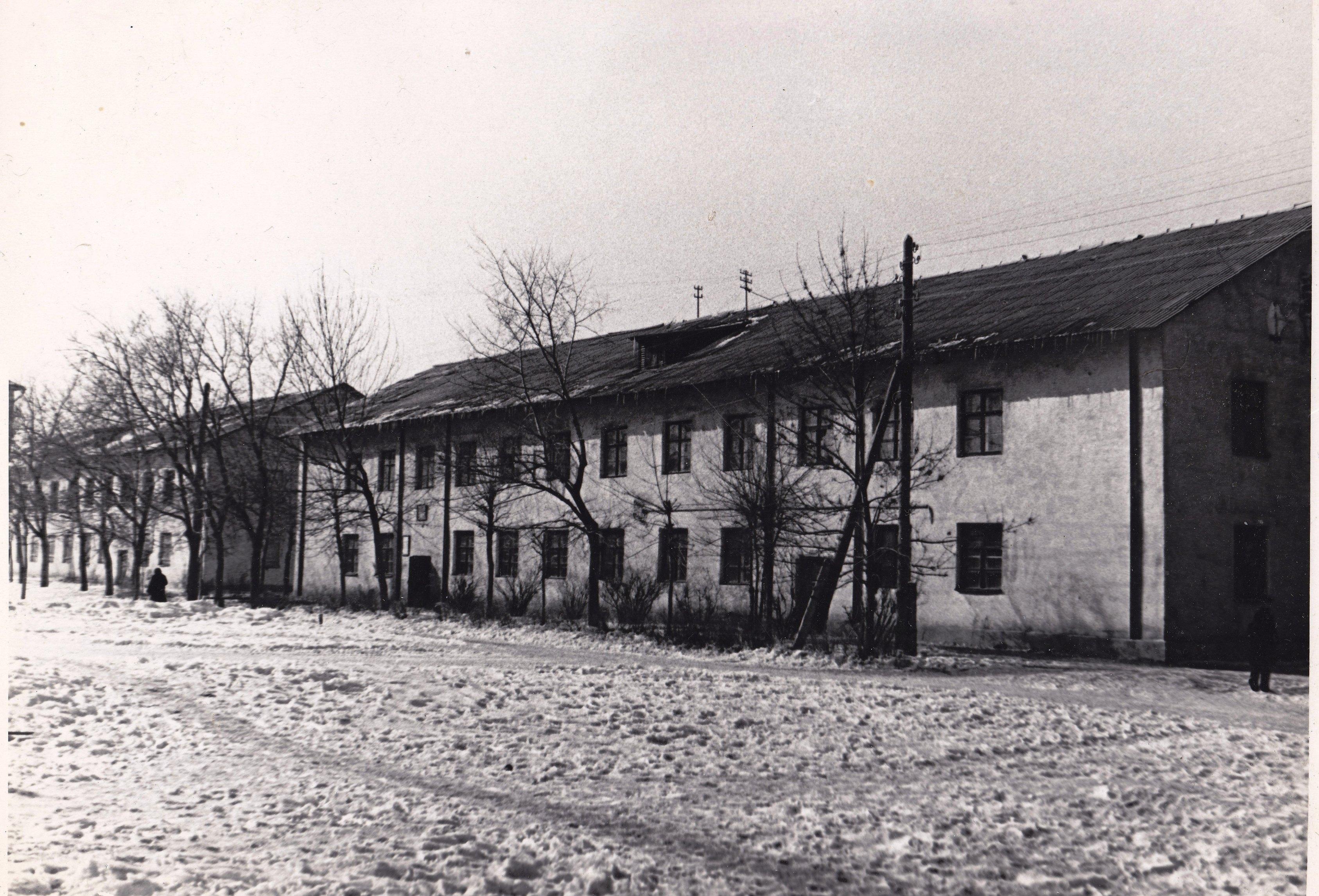 Барак-старое-здание-РУ-9-на-ул.-Сталинабадской-снесут-в-1973-год