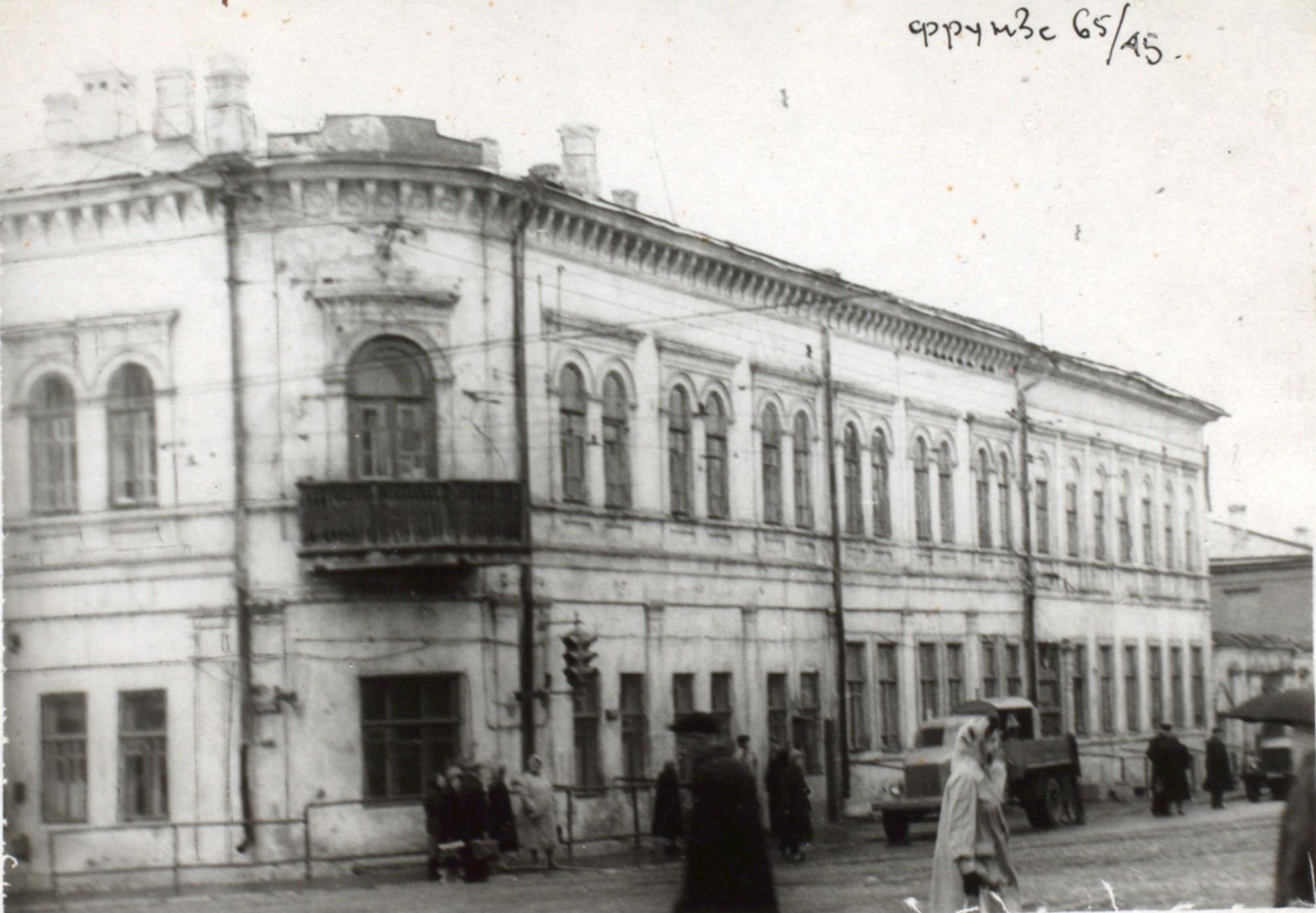 Дом на углу улиц Венцека и Фрунзе