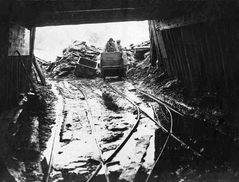 09 Штольни Кашпирского сланцевого рудника. 1930-е годы