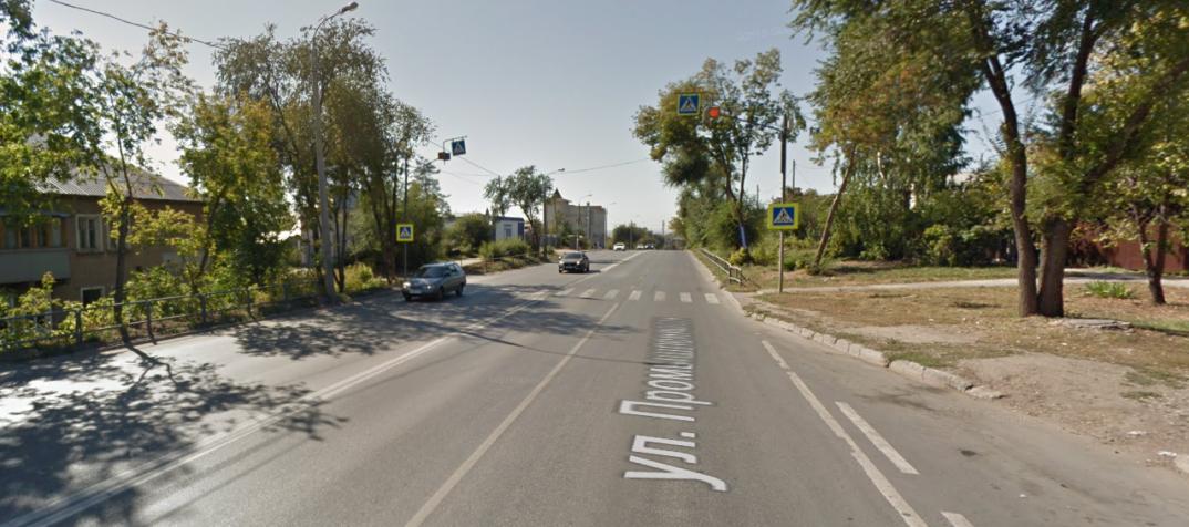 Вот так мирно выглядит один самых опасных пешеходных переходов вСамаре— в2018 году нанем сбили четверых пешеходов, двое изних— дети. Вбольшом районе отЗаводского шоссе доул.Партизанской дети учатся вдвух корпусах школы №91.