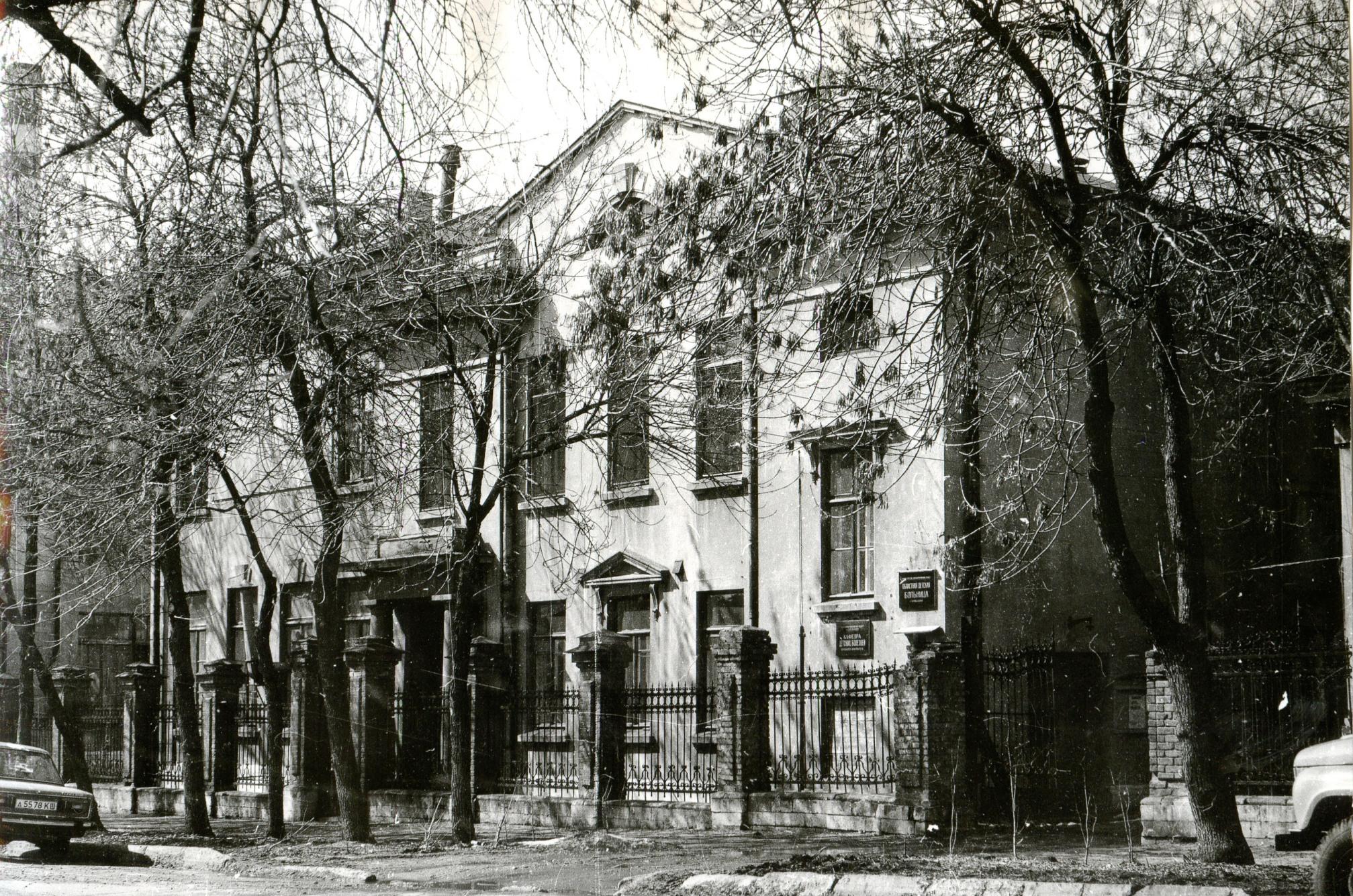 Аржановская больница со стороны улицы Никитинской