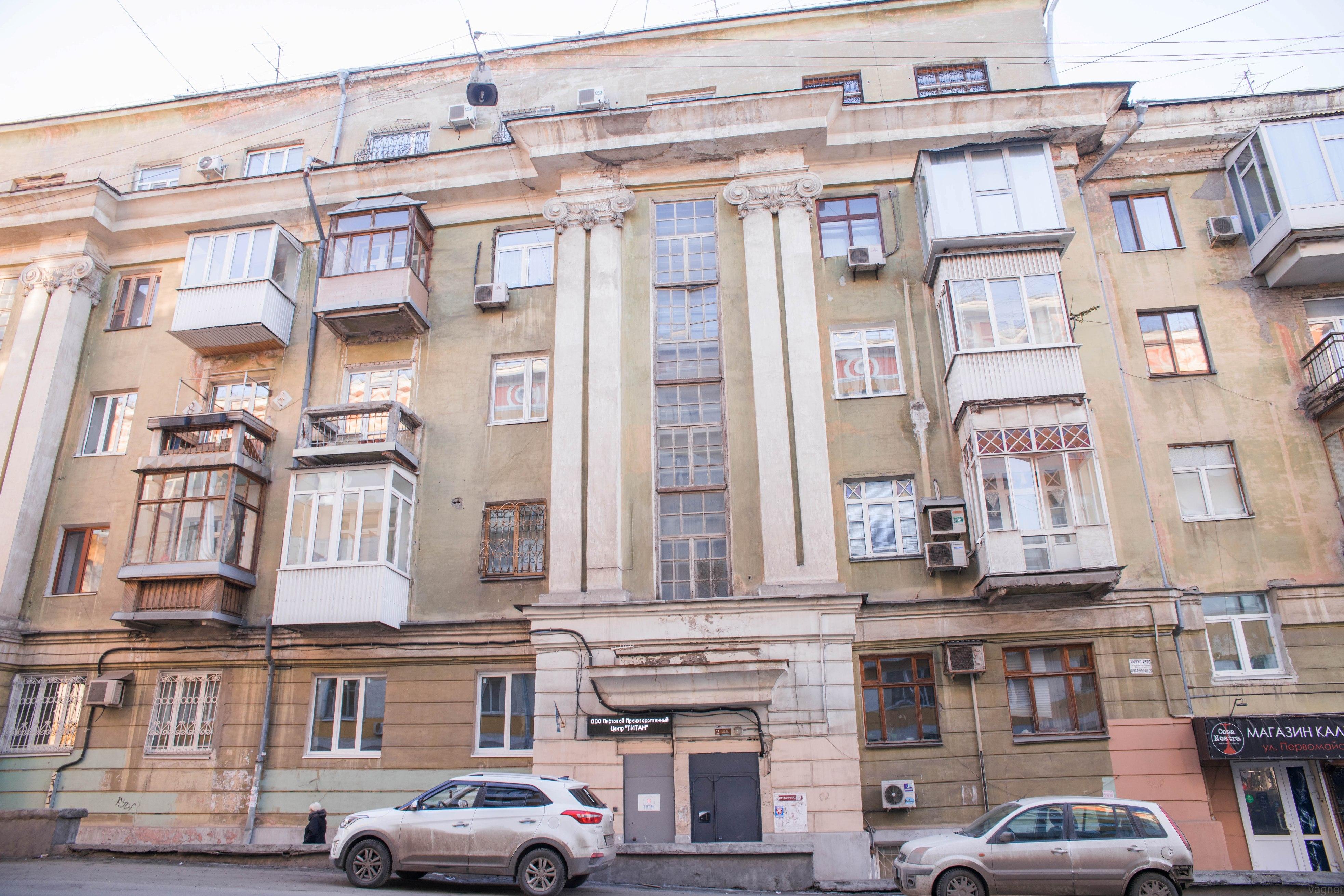 Сталинка на углу Первомайской и Ново-Садовой