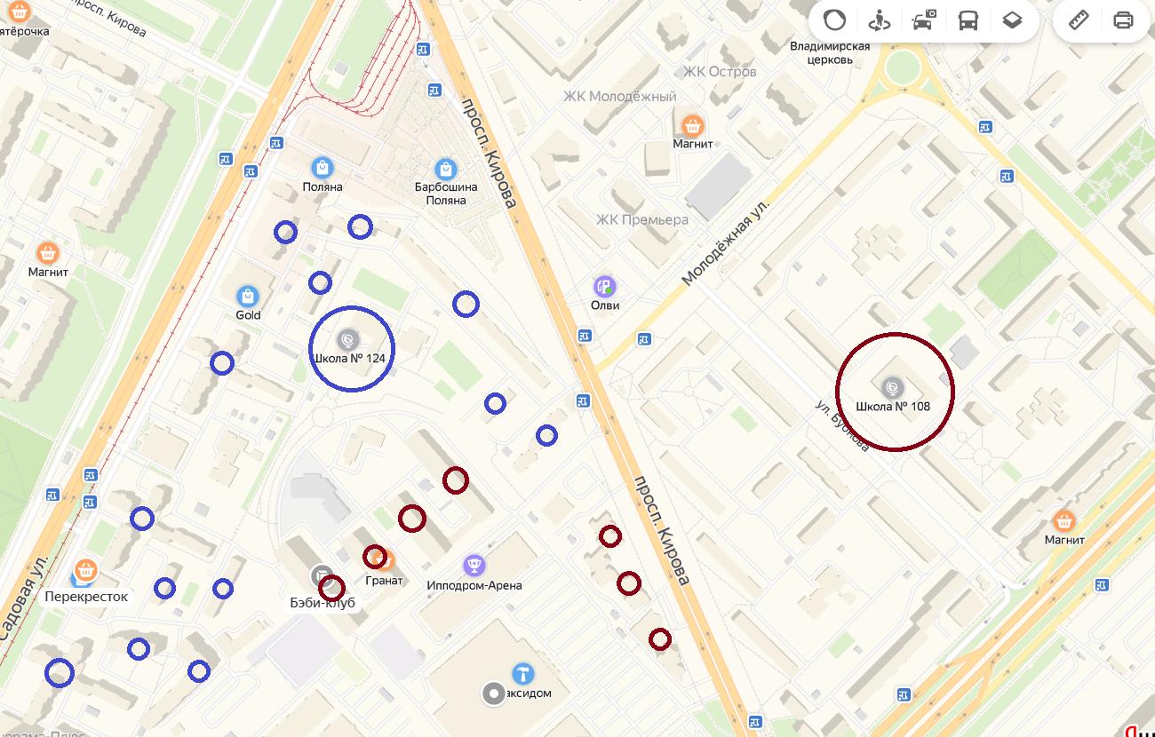 Синим выделены дома в микрорайоне Ипподром, приписанные к школе №124, красным - приписанные к школе №108.