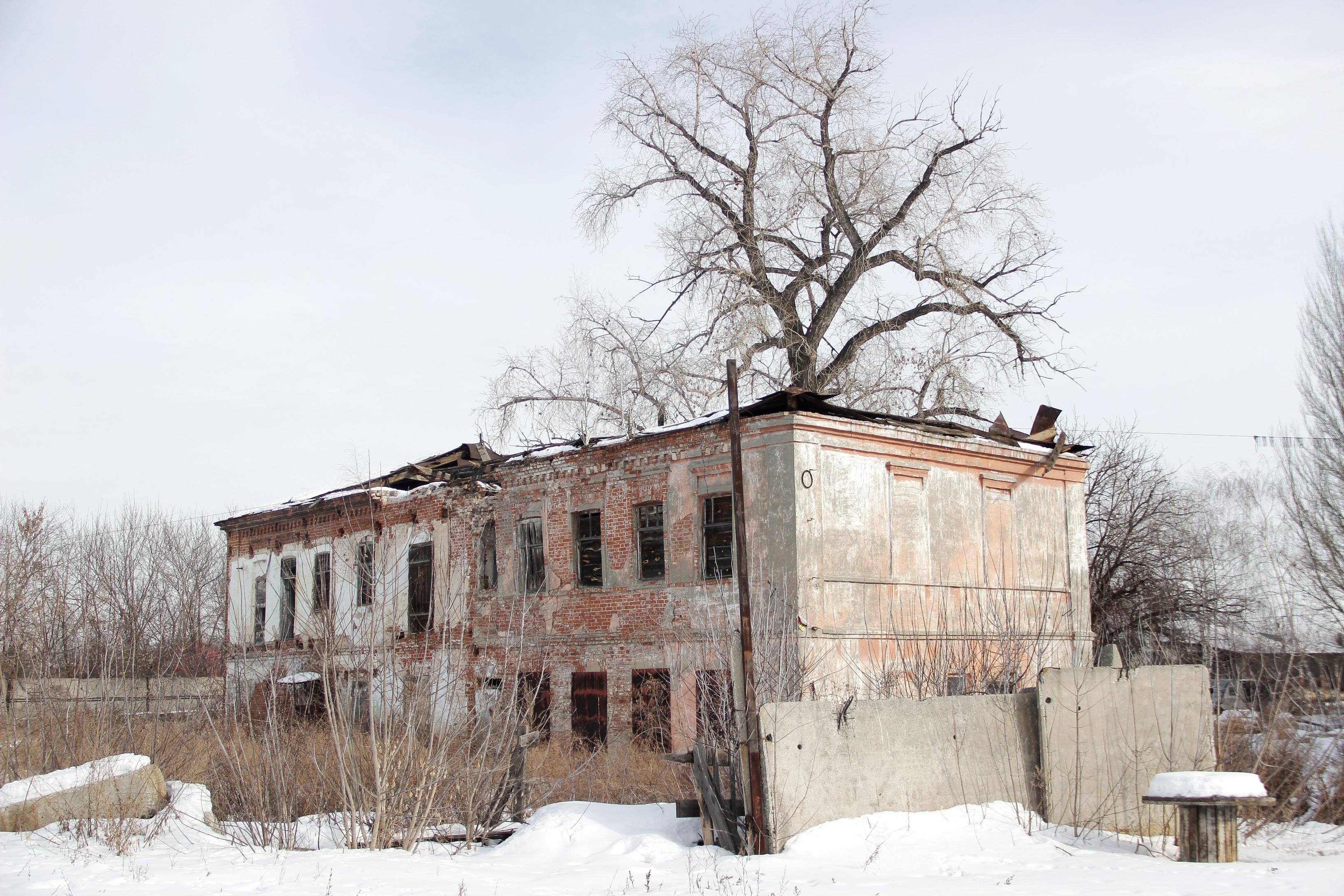 Двухэтажный дом работников мельницы
