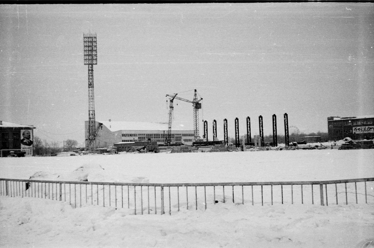 Строительство-Западной-трибуны стадиона Металлург