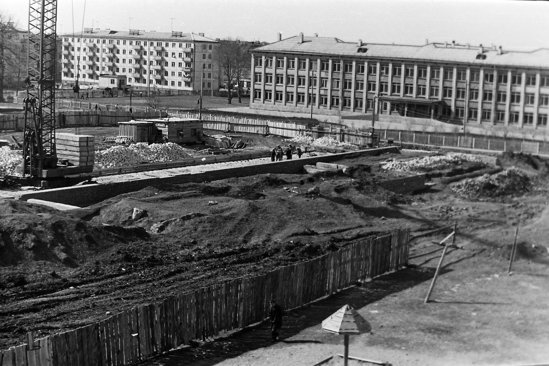 Строительство на улице Антонова-Овсеенко