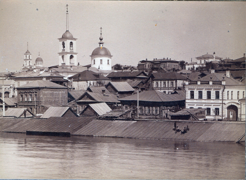 Волга разлив. Вид на Успенскую  и Воскресенскую церковь