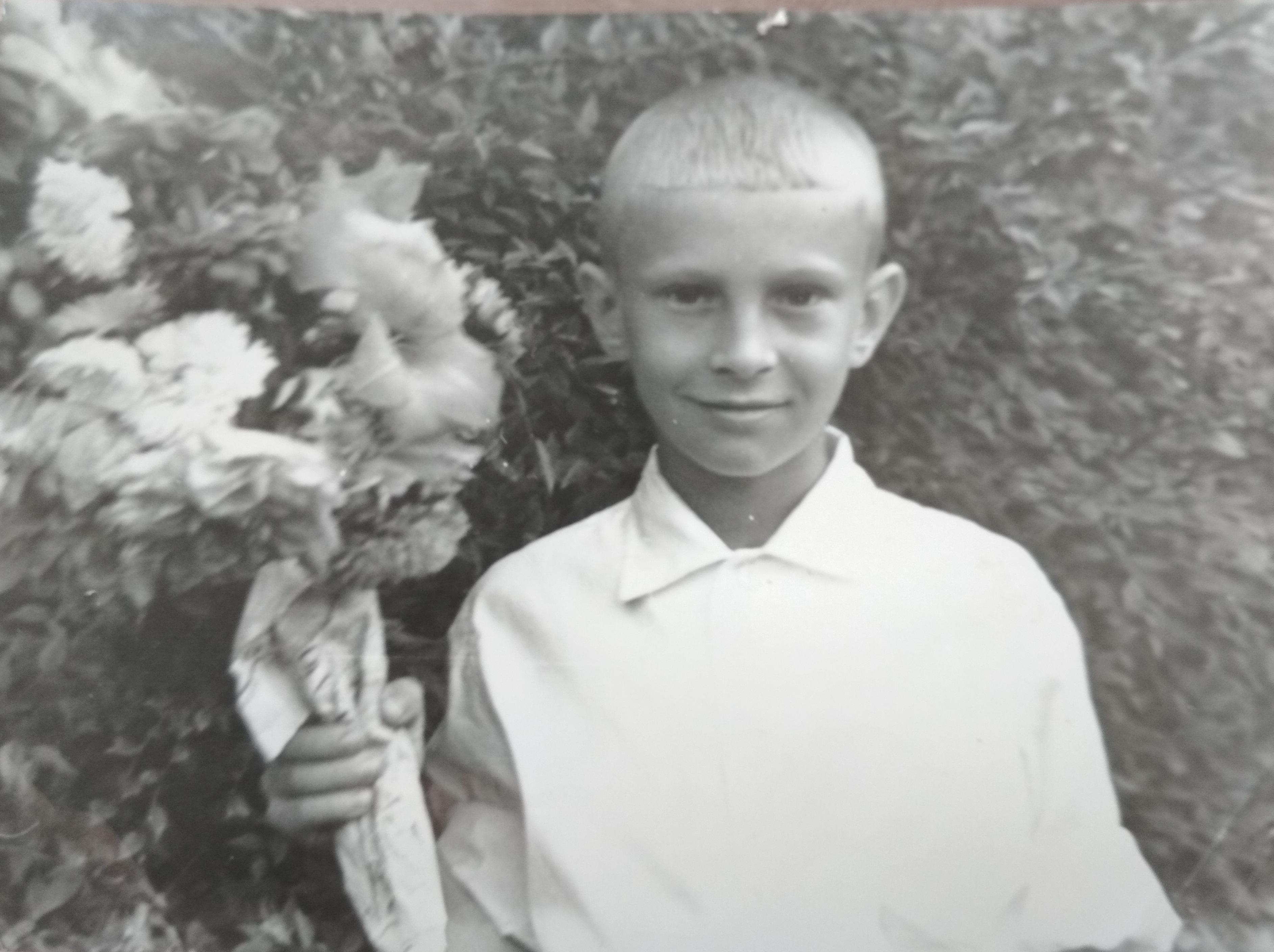 1 сентября 1963 года у школы 126