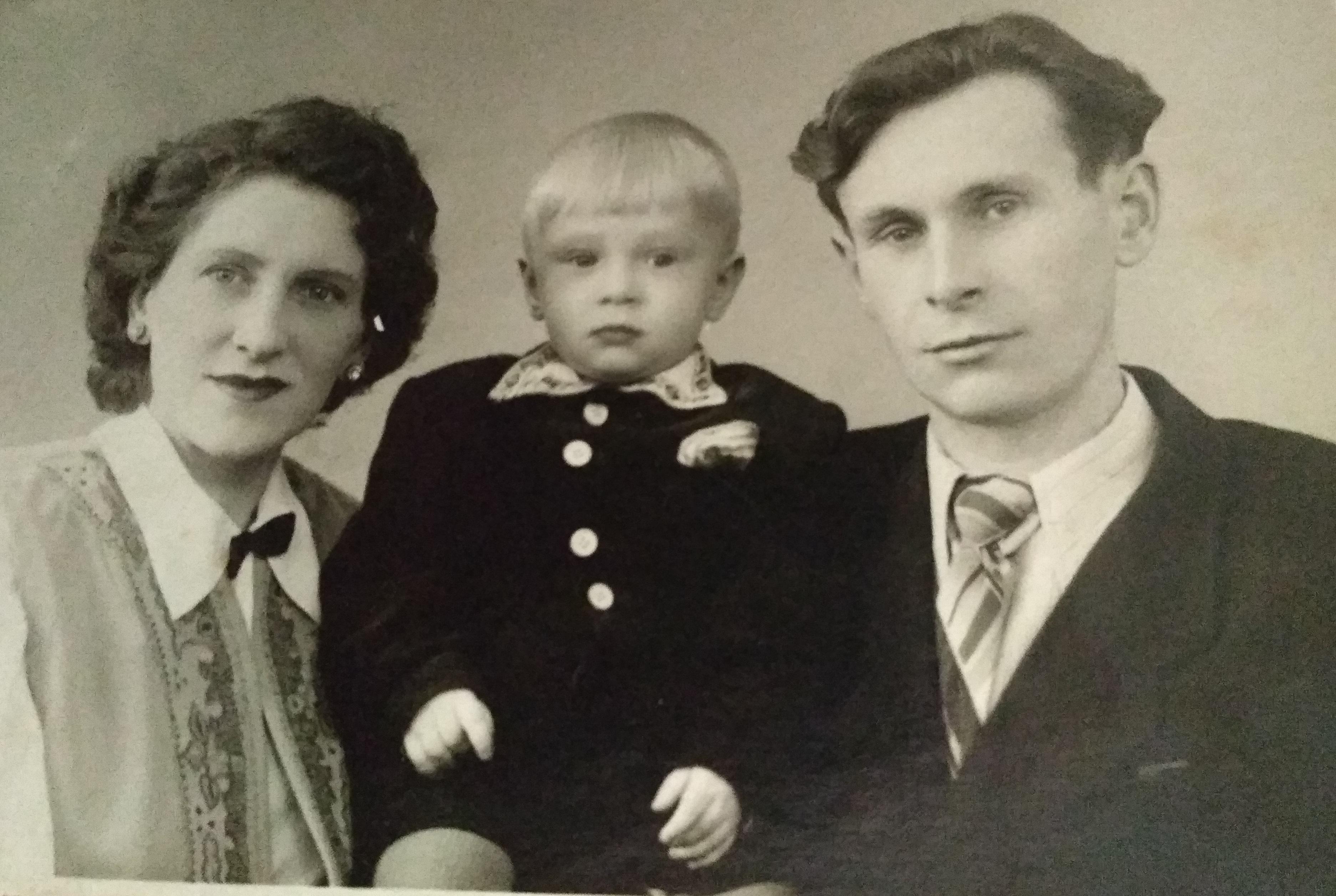 1957 г. я с родителями