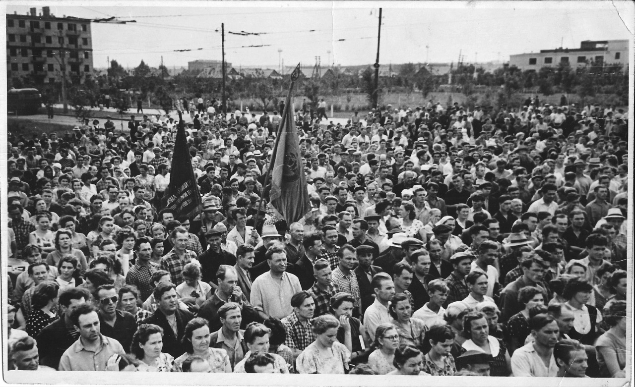 Митинг на предзаводской площади