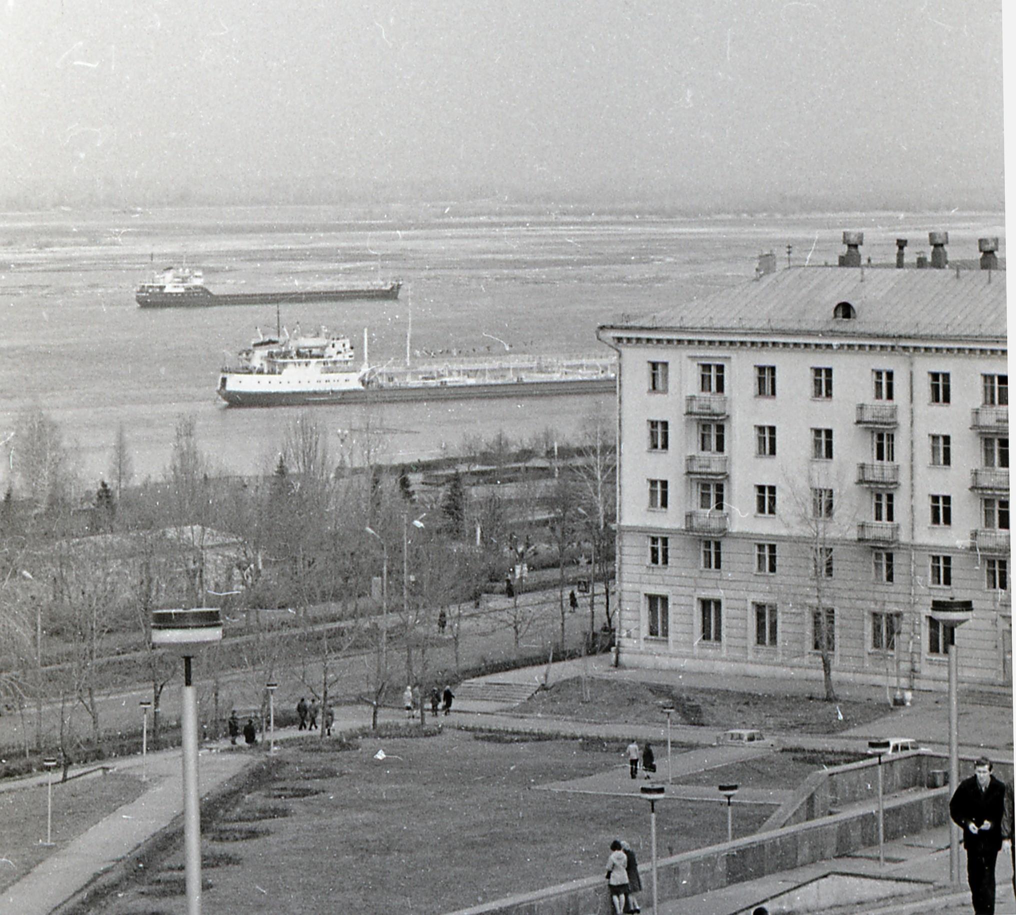 Вид на Волгу с площади Славы