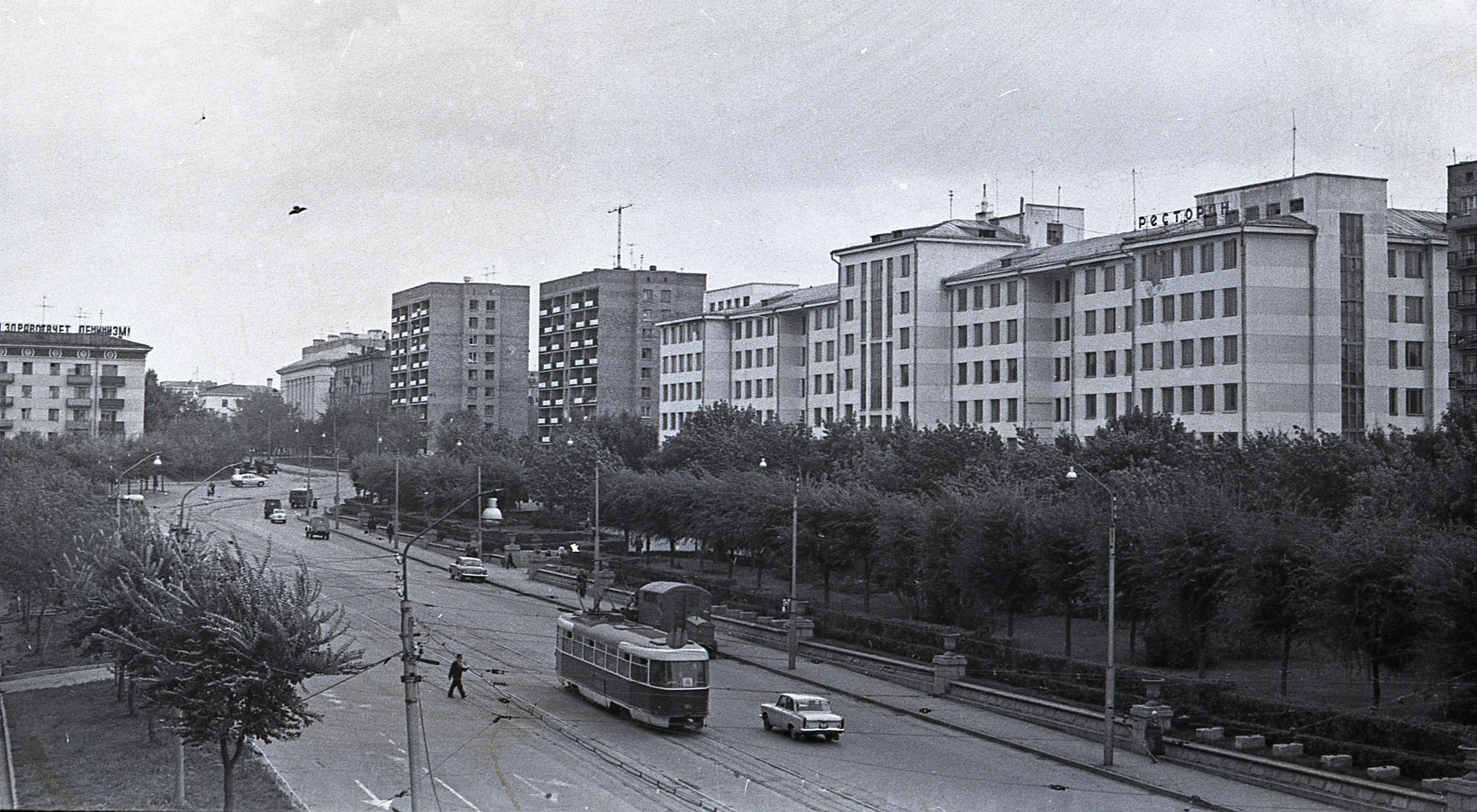 Площадь Сельского хозяйства в сторону Первомайской