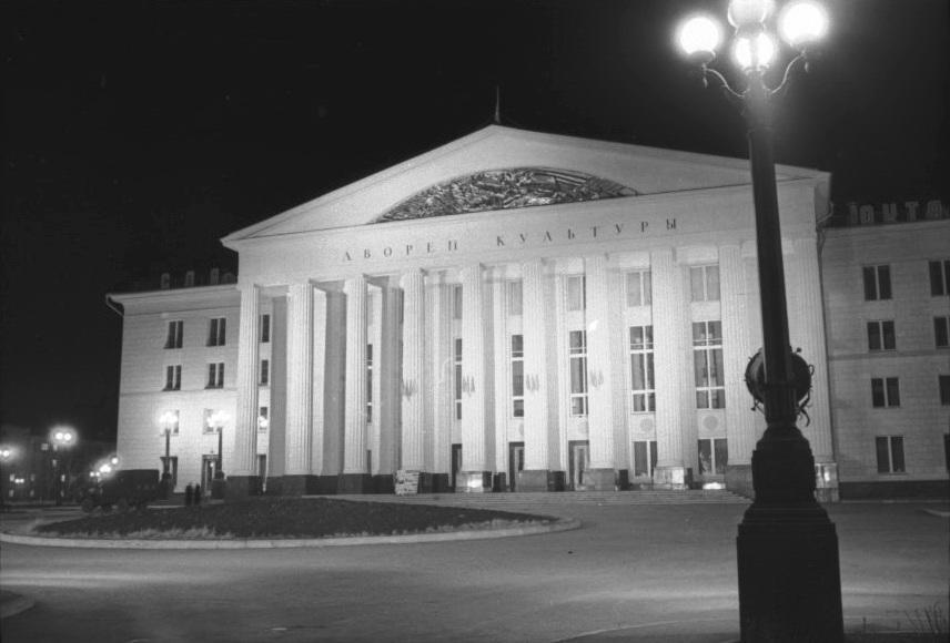 Дворец культуры на площади Кирова
