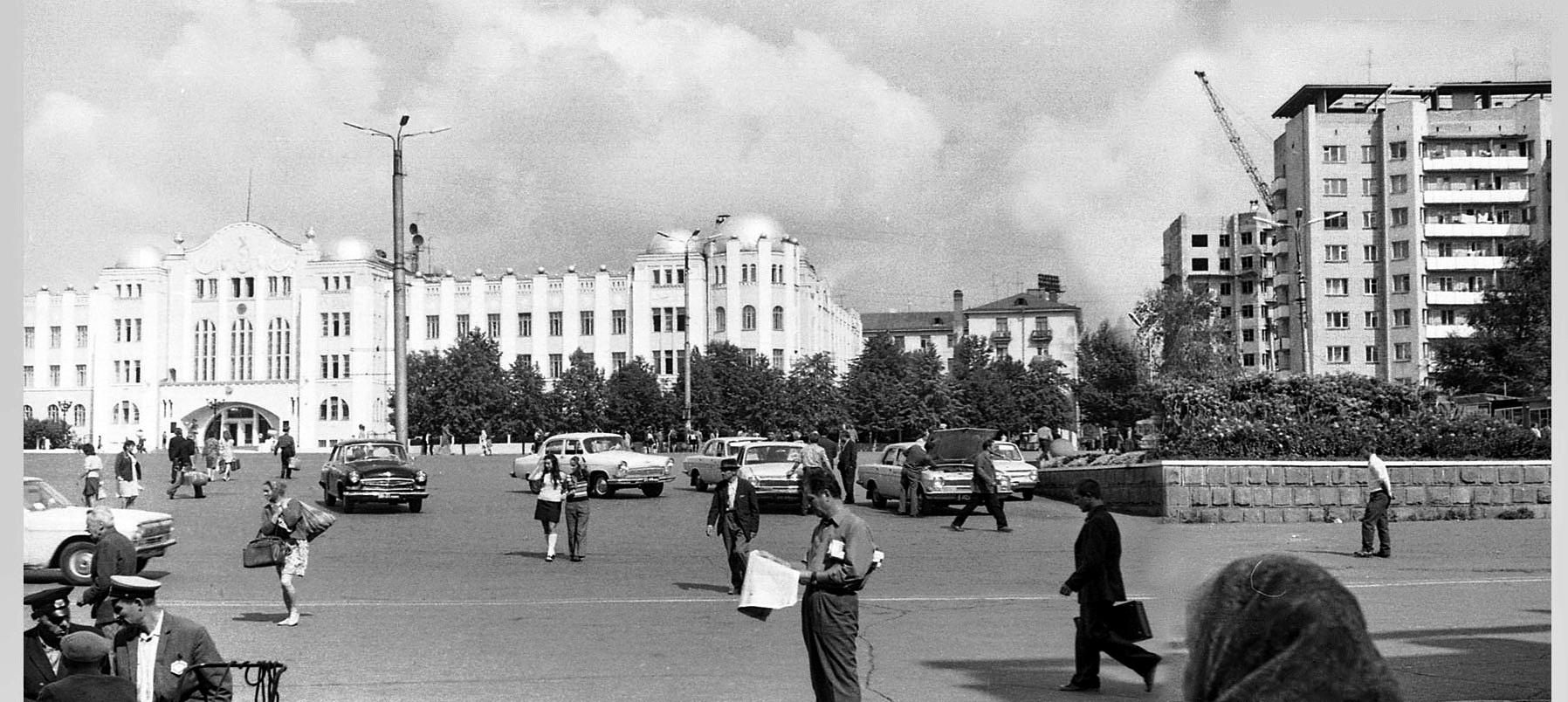 Спортивная-ФОТО-83-Куйбышев-1974-Комс. площ.