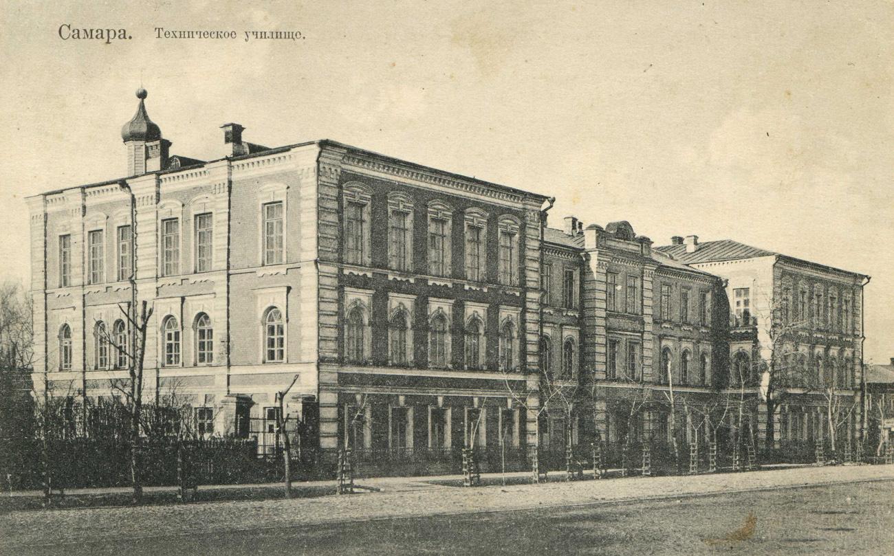 Техническое училище, ныне -- Самарский колледж железнодорожного транспорта им. Буянова.